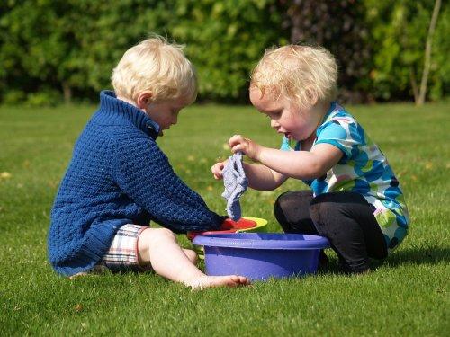 So bringst du deinem Kind bei, gerecht zu anderen Kindern zu sein