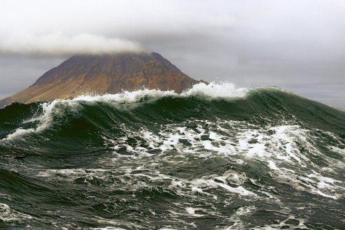 Tsunami warning as powerful earthquake strikes near Russian islands