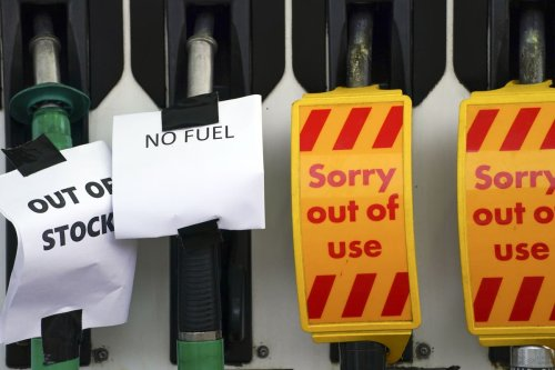 Thousands of petrol stations out of fuel as HGV driver visa plan criticised