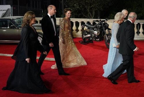 Kate's dress earns compliment from Daniel Craig at Bond premiere