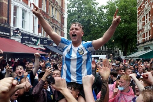 Hundreds of Scotland fans pack Leicester Square despite Covid warning
