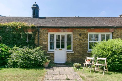 Tiny Victorian house in Zone 1 priced less than average London home