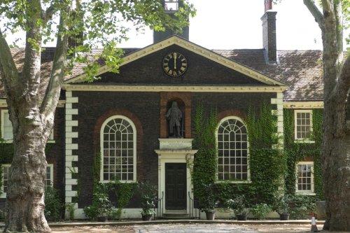 Diane Abbott backs schools' boycott of museum over slavery statue row