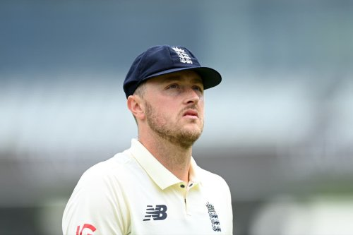 Robinson returns to England Test squad after serving ban for tweets