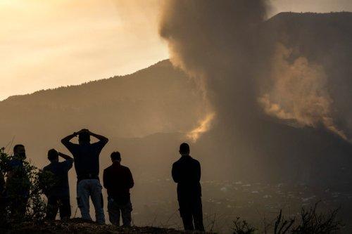 Three more towns evacuated on La Palma amid volcanic eruption