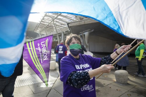 Unison consults NHS workers on industrial action over 3% pay deal