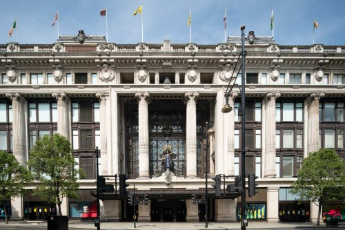 Selfridges in search for buyer as billionaire owners launch auction