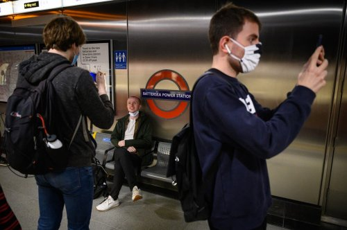 Northern Line extension opening: 150 people queue for Battersea Tube