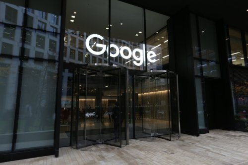 Google and Netflix tell staff they must get Covid vaccine