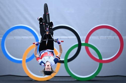 Charlotte Worthington produces new move to win Olympic gold in BMX freestyle