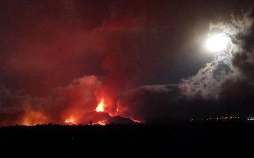 Fresh earthquake speeds up evacuations on volcano-hit Canary Islands