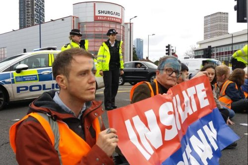 Insulate Britain attacked with ink as they block London & Kent roads