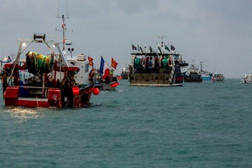 France detains British trawler during fishing rights row