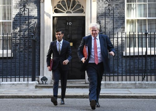 Rishi Sunak urges PM to relax UK travel rules to boost economy – report