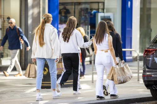 Ministers agree to end social distancing in shops and theatres