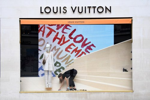 Luxury goods in demand: Fashion firms enjoy strong sales growth
