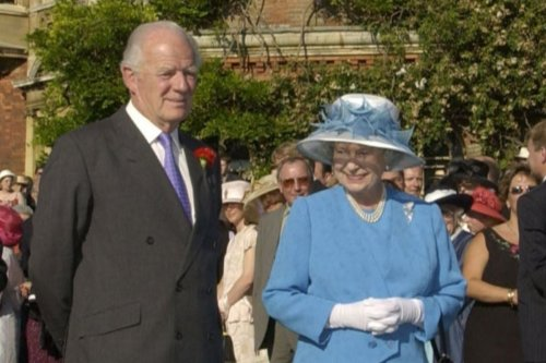 Queen mourns death of close friend Sir Timothy Colman