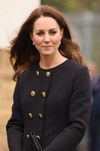Kate praises 'amazing' picture of elderly couple holding hands