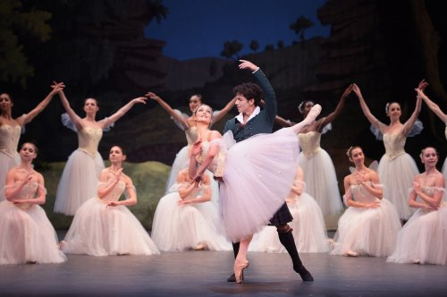 Anger at 'Ballet dancers but not builders' key foreigners jobs list