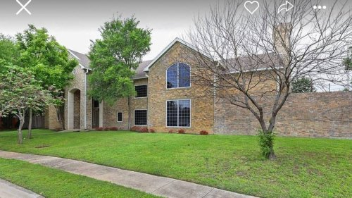 Perplexing interior of Texas house listed for $1M has 'Zillow Gone Wild' creeped out