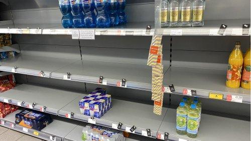 """Jetzt grassiert die """"Pingdemic"""": Briten stehen vor leeren Supermarktregalen"""