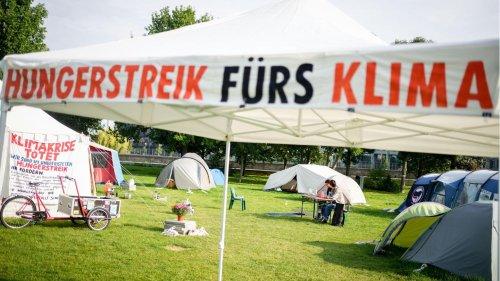 20 Tage Hungerstreik: Zwei Klima-Aktivisten im Krankenhaus