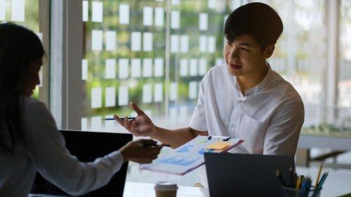 Die Körpersprache ist entscheidend: 10 Tipps für mehr Gehalt