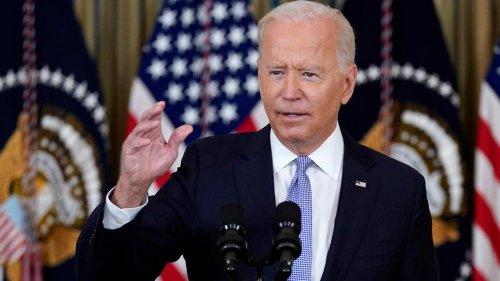 """""""Werden dafür bezahlen"""": Biden verurteilt Einsatz von berittenen Grenzschützern gegen Migranten"""