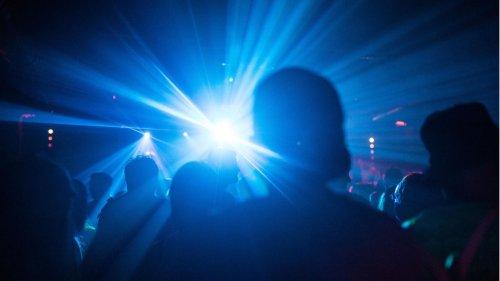 Hunderte feierten auf einer 2G-Party. Jetzt sind 85 mit dem Coronavirus infiziert. Wie kann das sein?