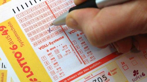 Frau gewinnt 32,8 Millionen Euro im Lotto und bemerkt es erst nicht