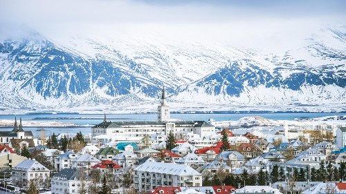 Während die Hitzewelle auf Deutschland zurollt, herrscht auf Island Schnee-Warnung