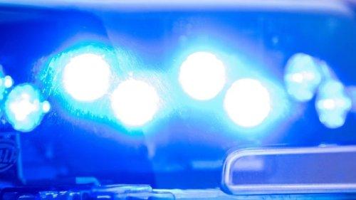 Berlin: Taxifahrer wird von Unbekanntem von hinten in Hals gestochen
