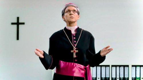 """""""In Köln prüfen wir immer ohne Ergebnis"""": Carolin Kebekus imitiert Kardinal Woelki"""
