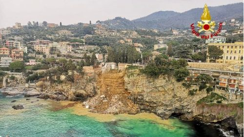 Erdrutsch zerstört Friedhof in Italien – Hunderte Särge stürzen in die Tiefe