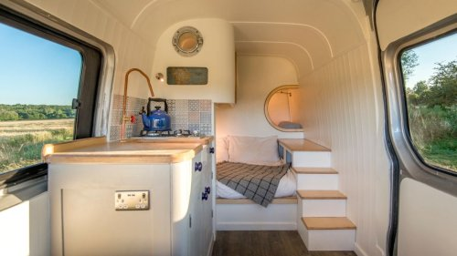 Durchdachtes Raumkonzept: Paar baut sich in Eigenregie einen Van zum coolen Camper um