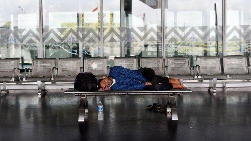 Warum einige Menschen jahrelang auf einem Flughafen leben