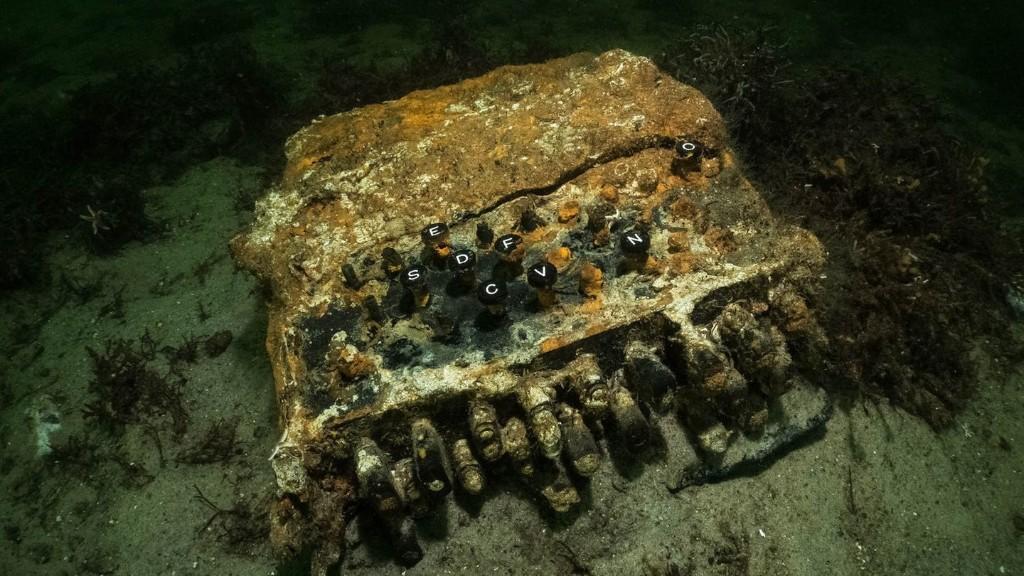 Sechs Enigma-Chiffriermaschinen in der Ostsee geborgen
