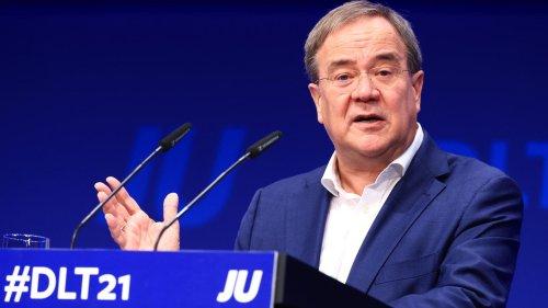 Laschet übernimmt Verantwortung für Wahldesaster – und stichelt gegen Söder