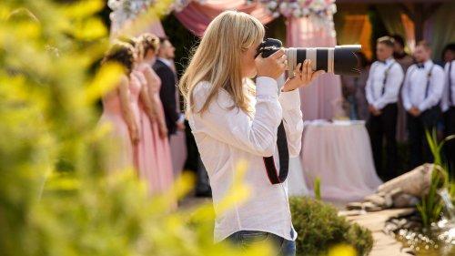 Hochzeitsfotografin bekommt nichts zu essen – und löscht alle Fotos