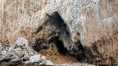 Forscher entdecken seit 40.000 Jahren versiegelte Höhle in Gibraltar