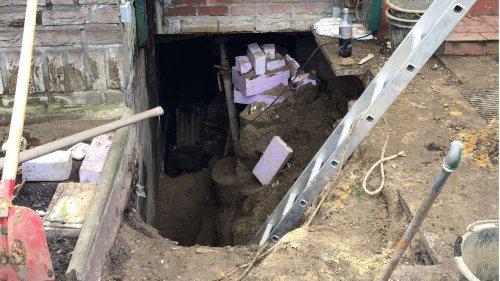 84-Jähriger in Baugrube verschüttet – Familie befreit ihn