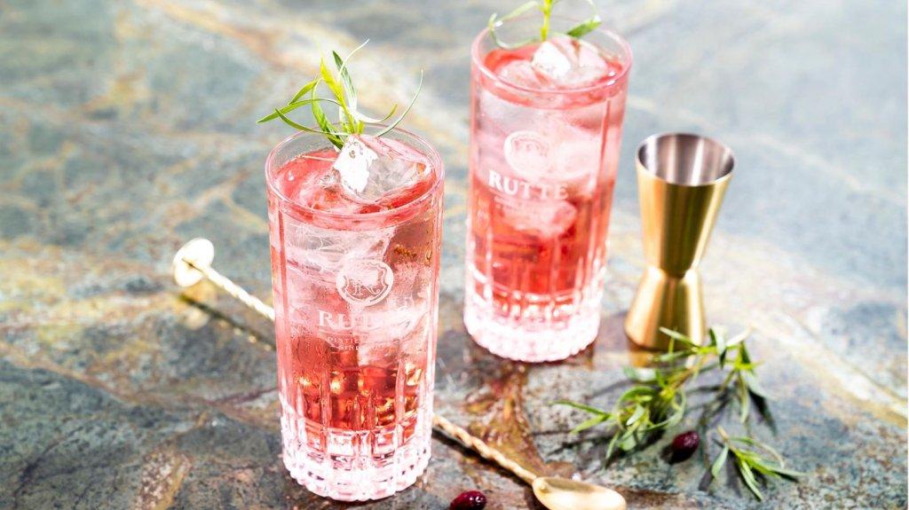 Cocktails und Destilliertes - cover
