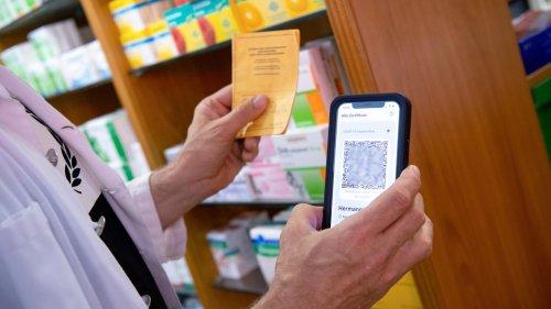 Impfausweise zu fälschen, ist strafbar – ein gefälschtes Dokument vorzulegen, nicht unbedingt