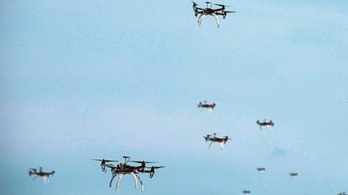 So schlimm wie eine Atombombe? Experten warnen vor Drohnen-Schwärmen als Massenvernichtungswaffe