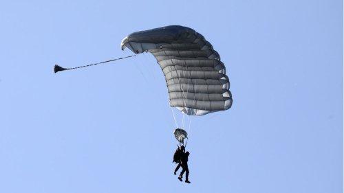 Fallschirme versagen bei Tandemsprung – Fallschirmlehrer rettet Passagier und stirbt
