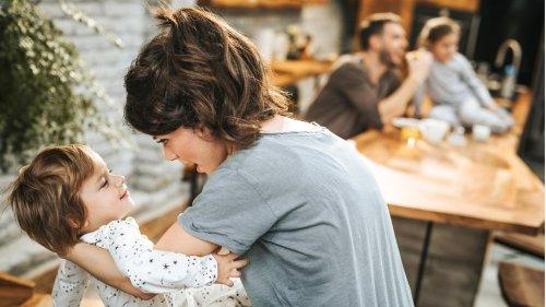 Mutter spricht über Tabu: Darf man ein Kind mehr mögen als ein anderes?