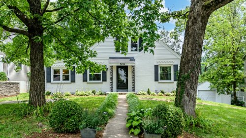 Delightful bungalow offers proximity to the restaurants and shops of Old Webster