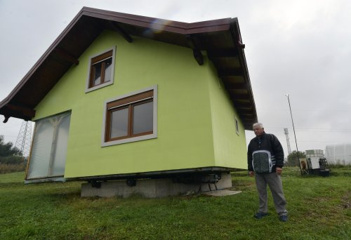 Bosnian makes rotating house a monument of love for his wife