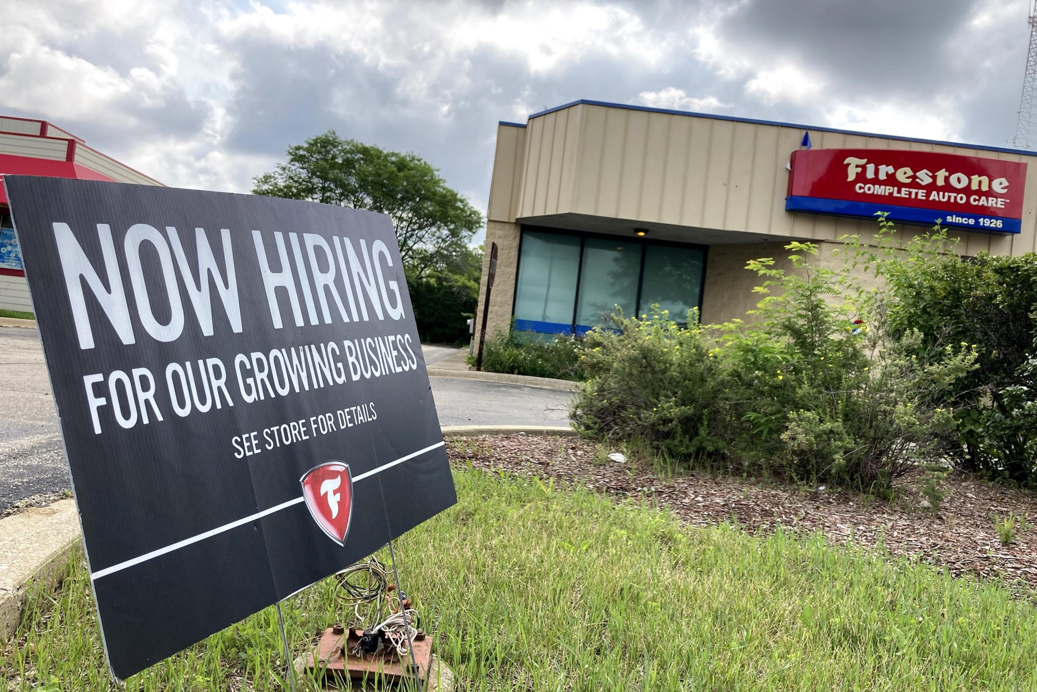 US jobless claims fall to 364,000, a new pandemic low
