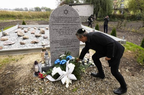 Sites where Germans killed Jews are dedicated in Poland